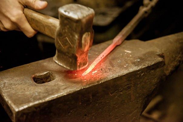 раскаленный метал ручная ковка